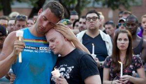 Personnes en deuil à Orlando