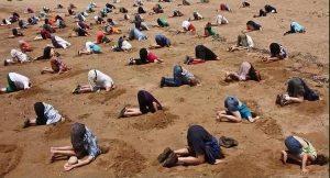 Têtes dans le sable